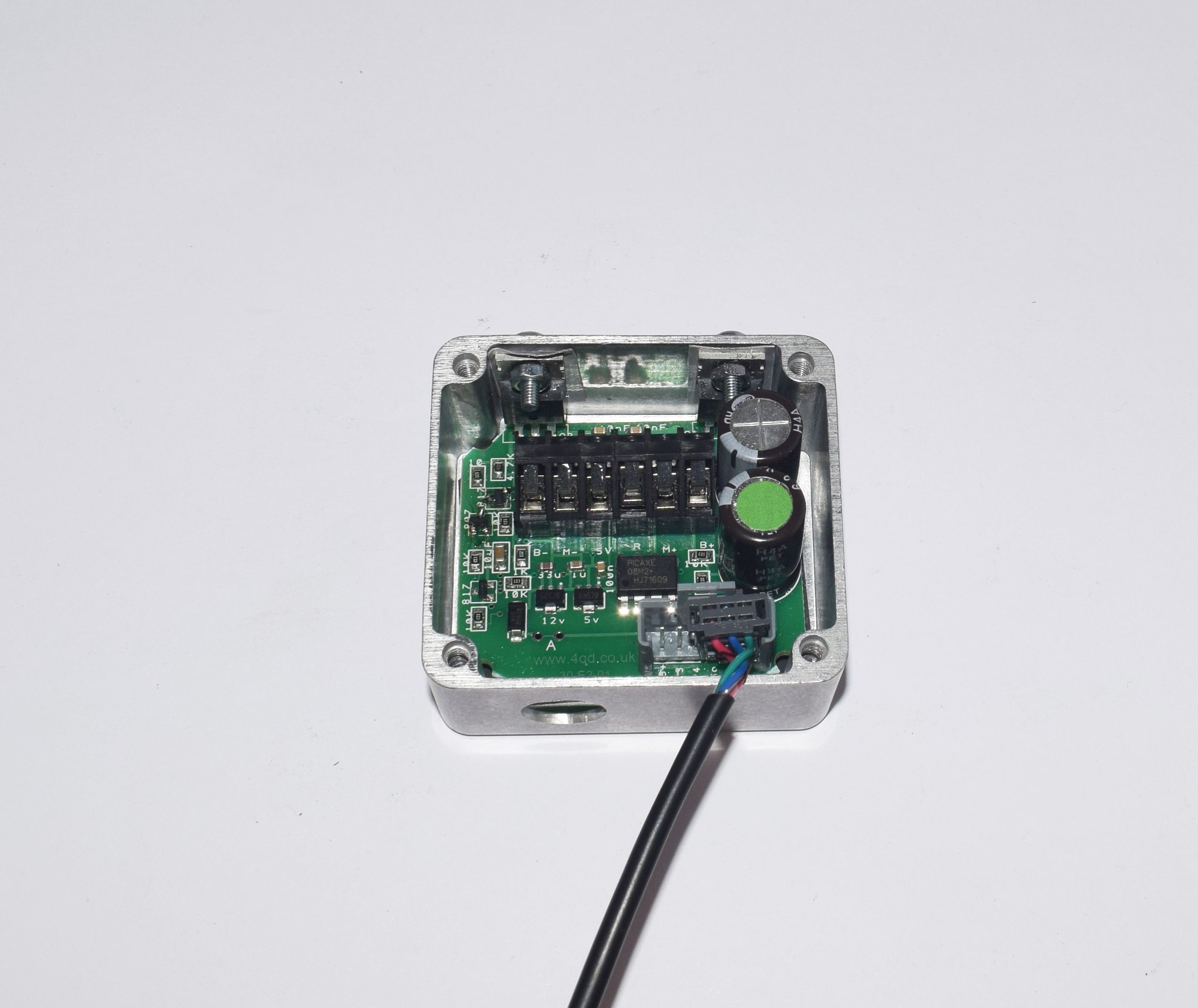 SST-031 with programming lead connected